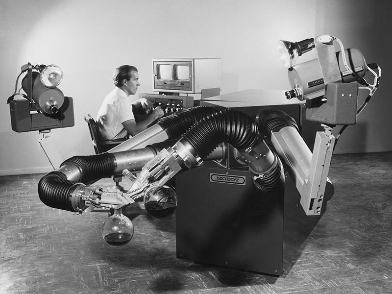 известен робот для фотопечати в ссср фильме необратимость